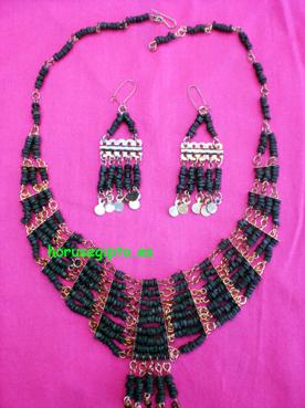 5. Collar egipcio y pendientes